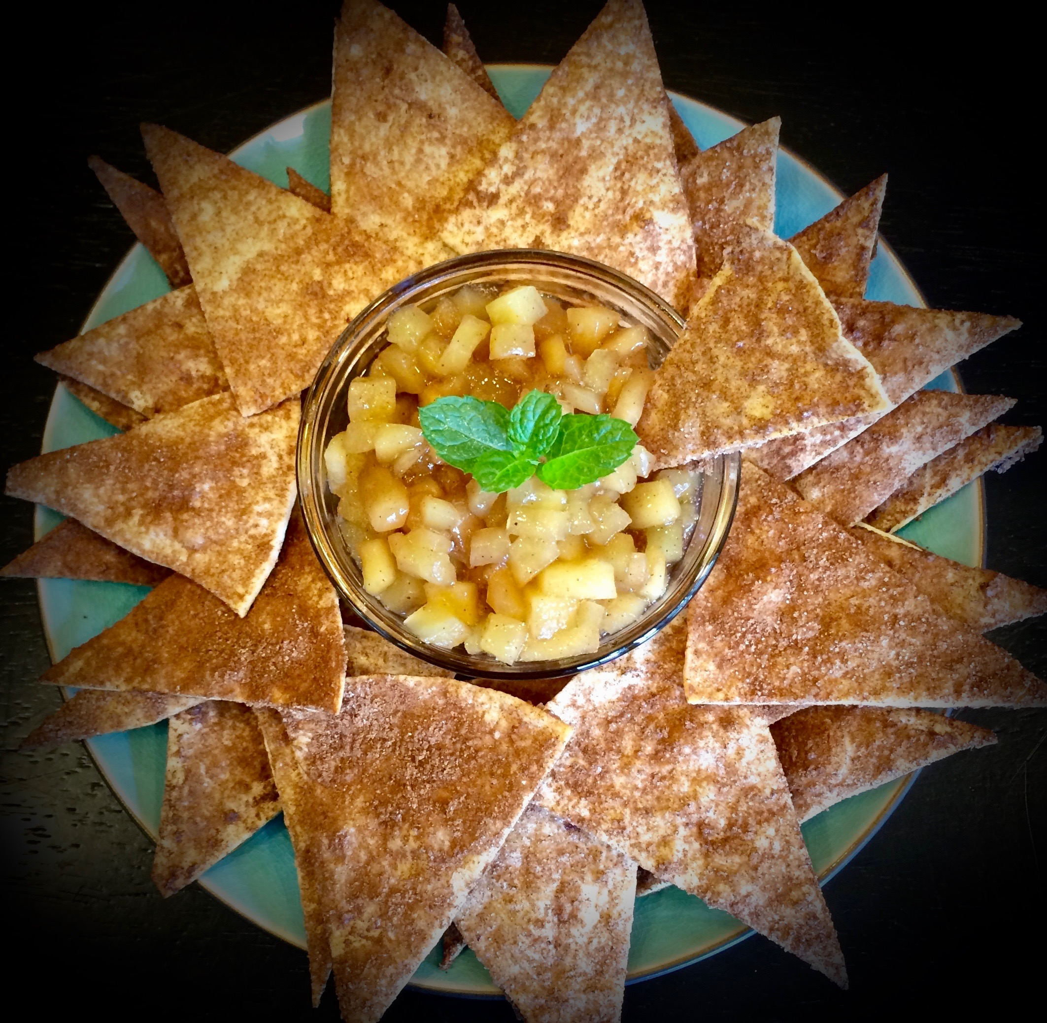 "Baked Cinnamon Chips with Apple Pie ""Salsa"""